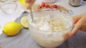 烹调和混合的奶油 影视素材
