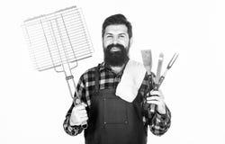 烹调和食物服务 愉快的行家藏品栅格和不锈钢炊事用具 有花格的有胡子的人和 图库摄影