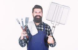 烹调和食物服务 愉快的行家藏品栅格和不锈钢炊事用具 有花格的有胡子的人和 库存图片