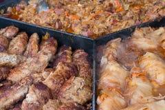 烹调在一个大煎锅的街道食物 库存图片