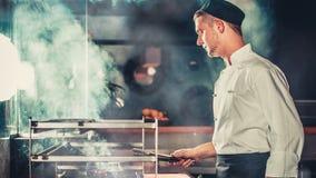 烹调在厨房现代内部的牛排 股票视频