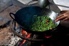 烹调在壁炉 免版税库存图片