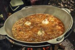 烹调在大锅 免版税库存照片