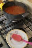 烹调在平底深锅的gulash 图库摄影