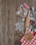 烹调在形状圣诞节标志的欢乐曲奇饼 免版税库存图片
