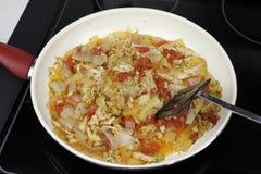 烹调在晚餐的平底深锅的几棵菜 免版税图库摄影
