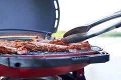 烹调在格栅的大虾 免版税图库摄影