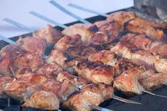 烹调在格栅的烤肉 免版税库存照片