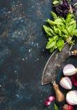 烹调在深蓝被绘的胶合板纹理的健康食物背景 免版税图库摄影