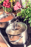 烹调在火炉的罐 库存照片