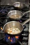烹调在火炉的食物 免版税图库摄影