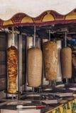 烹调在火的kebab肉片断 免版税库存照片