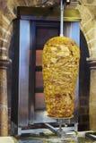 烹调在火的kebab肉片断 图库摄影
