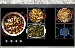烹调在煤气炉顶面全景的食物 库存图片