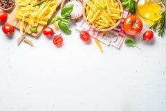 烹调在白色顶视图的食物成份背景 库存图片