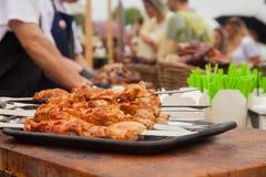 烹调在街道食物节日的烤肉  库存照片