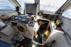 烹调在驾驶舱的龙虾渔夫 免版税库存图片