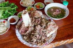 烹调在骨头牛肉炖了骨头牛肉 库存照片
