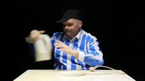 烹调在水壶的饥饿的人饺子 股票录像