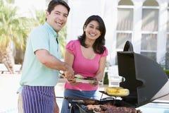 烹调夫妇的烤肉 免版税库存照片