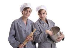 烹调女性二年轻人 免版税库存图片