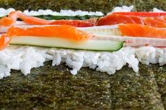 烹调寿司卷 免版税库存图片