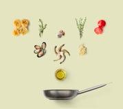 烹调意大利食物的成份,海鲜面团,被隔绝 免版税库存图片