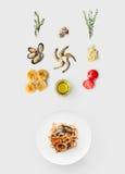 烹调意大利食物的成份,海鲜面团,隔绝在白色 库存图片