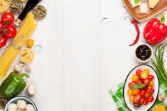 烹调成份的意大利食物 面团,菜,香料 免版税库存图片