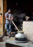 烹调早餐清早拉合尔巴基斯坦 免版税库存照片