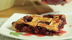 烹调樱桃饼食谱集合的妇女 股票视频