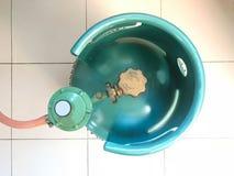 烹调汽油箱或丙烷储罐与安全阀的绿色LPG和 库存照片