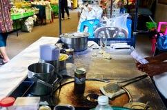 烹调沙漠快餐roti的泰国人 库存照片