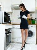 烹调滑稽的妇女 库存照片