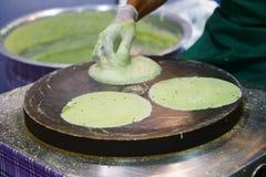 烹调炸面包面粉 免版税库存图片