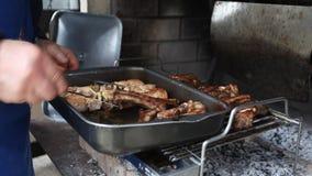 烹调烤猪肉 影视素材