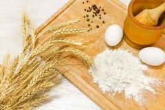 烹调用面粉和鸡蛋的面包 库存图片