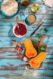 烹调的健康食物各种各样的成份在蓝色木tabl 库存照片