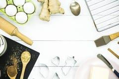 烹调的冬天圣诞节辣点心-姜饼干成份 免版税图库摄影