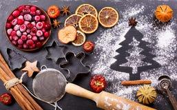 烹调的圣诞节烘烤,顶视图成份 免版税库存图片