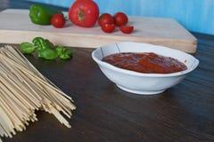 烹调的意大利面食成份 免版税库存照片