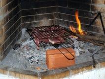 烹调的牛排开火 免版税库存图片
