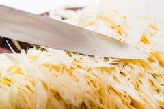 烹调的蔬菜汤切好的新鲜的圆白菜 库存图片