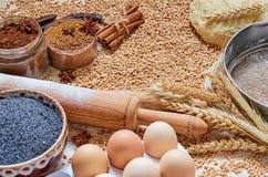 烹调的面包或蛋糕未加工的igredients 免版税库存图片
