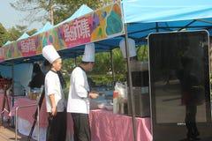 烹调站点的厨师 免版税库存图片