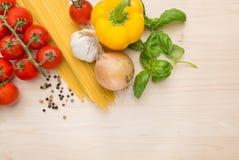 烹调背景的烹饪意大利面食 免版税库存图片