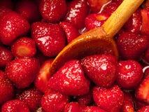 烹调草莓酱 免版税库存照片