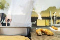 烹调葡萄牙纤巧的人由farturas知道 免版税库存照片