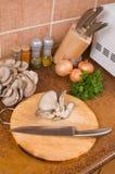 烹调蘑菇 免版税库存图片