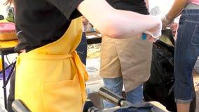 烹调街道食物 与甜红豆酱的Taiyaki日本鱼型蛋糕积土 股票视频